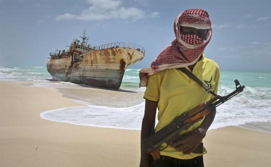 Сомалийски пирати освободиха моряци след 4 години плен
