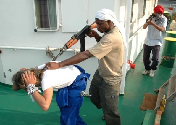 Трима моряци са освободени от нигерийски пирати, убили помощник-капитан на кораба