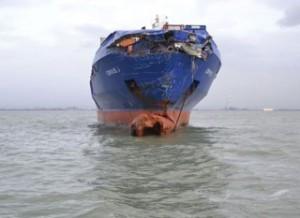 Пораженията по контейнеровоза CORVUS J след сблъсъка, снимка БО Холандия