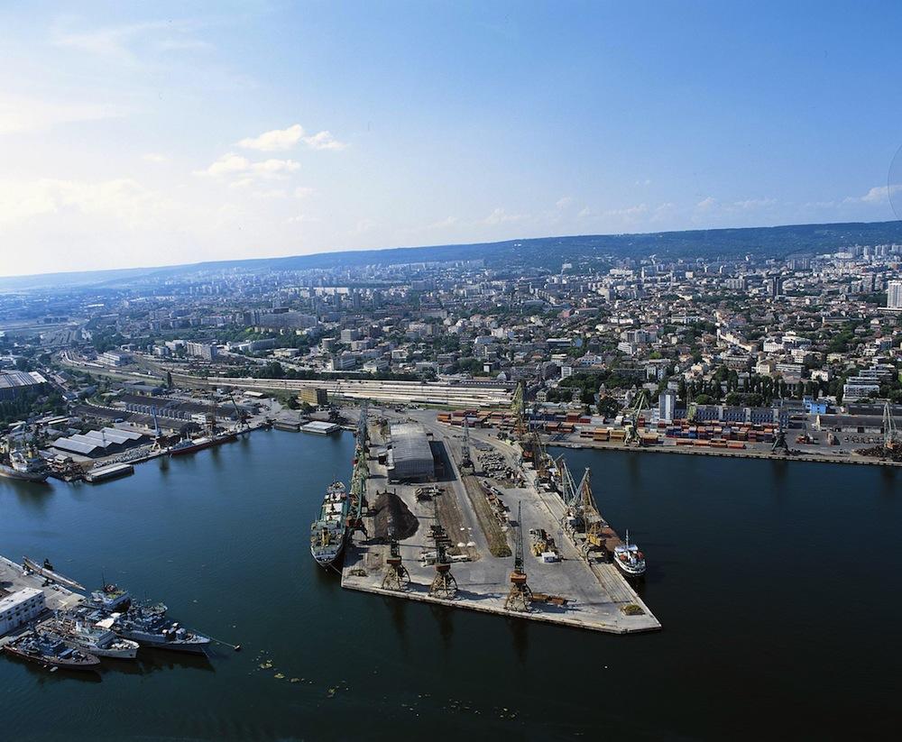 Морските ни пристанища печелят бизнес за сметка на речните