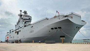 """Русия заплашва Франция със съдебен спор, ако не й бъде предаден хеликоптероносачът """"Мистрал"""""""