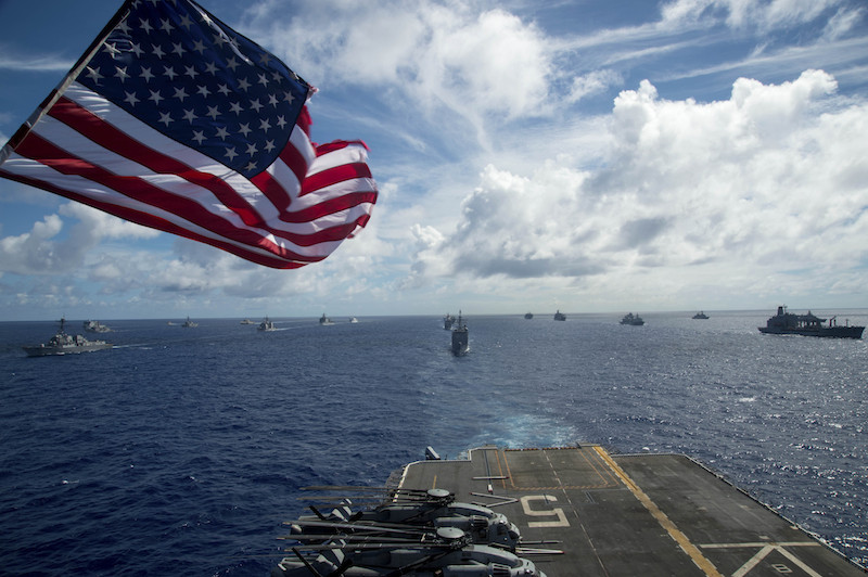 Поглед от USS Peleliu