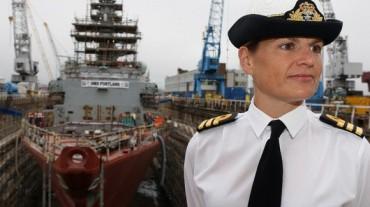 Любовна афера унищожи кариерата на първата жена-командир в британския флот
