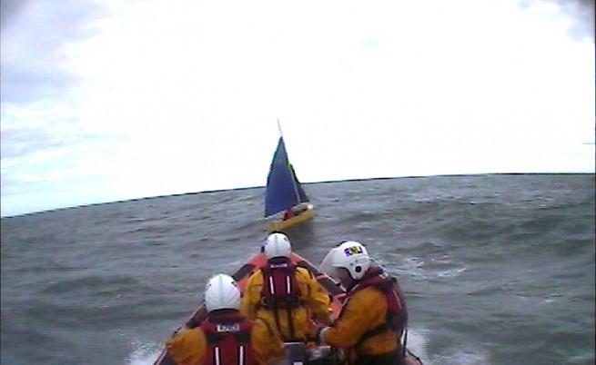 Спасиха българин с малка лодка във водите на Великобритания