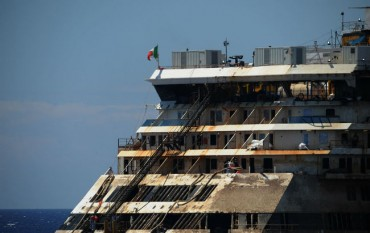 Costa Concordia става туристическа дестинация, режат го след две години
