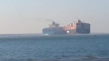 Два контейнеровоза се сблъскаха в Суецкия канал (видео)
