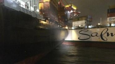 Три контейнеровоза с щети, след буря в австралийско пристанище