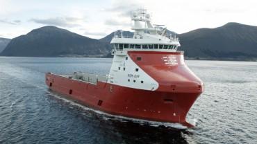 Най-големият снабдителен кораб, задвижван с природен газ (видео)