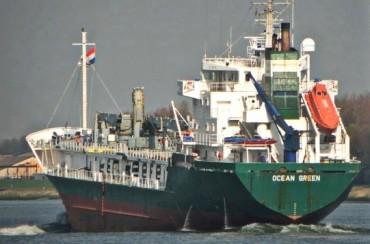 41 украински моряци са заложници на кораб-затвор в Индонезия