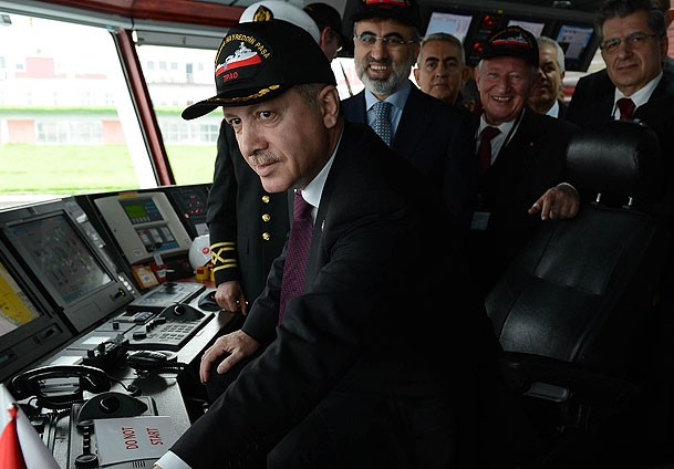 Турският президент Реджеп Таип Ердоган на борда на новопостроен боен кораб, снимка: Enso Haber