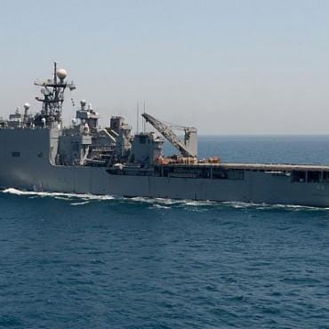 Горя американски боен кораб