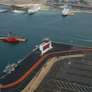 Гърция продава пристанище Пирея до дни