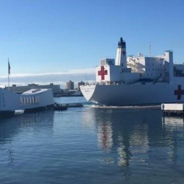 Американски кораб-болница удари подводен мемориал в Пърл Харбър