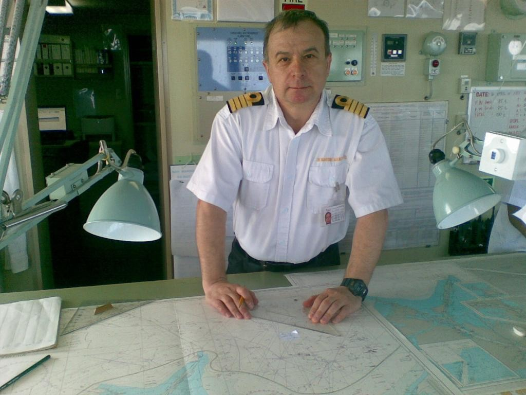 Капитан далечно плаване Христо Папукчиев има над 25 години плавателен стаж с чужди морски компании. Бил е член на звеното за разследване на морски произшествия към МТИТС, след което отнова се завръща към морето като капитан и мениджър в корабоплавателния бизнес.