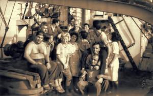 """Донка Шопова (в средата, с русата коса) като член на екипажа на парахода """"Първи май""""."""