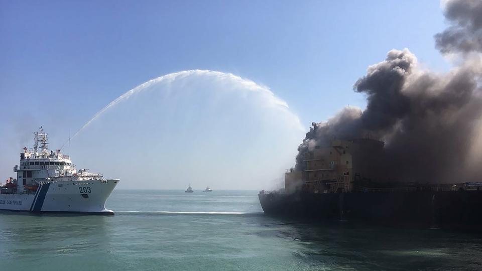 Потушиха пожара на танкер Ganessa